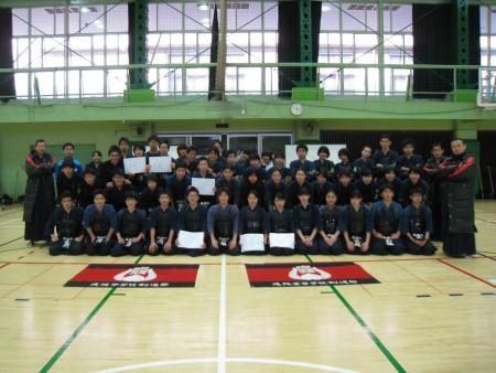 【中高】「高校夏練日程」と「新中高部旗」寄贈